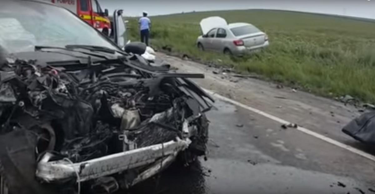 Iași: Accident la Lețcani. Trei oameni au murit după coliziunea a trei mașini