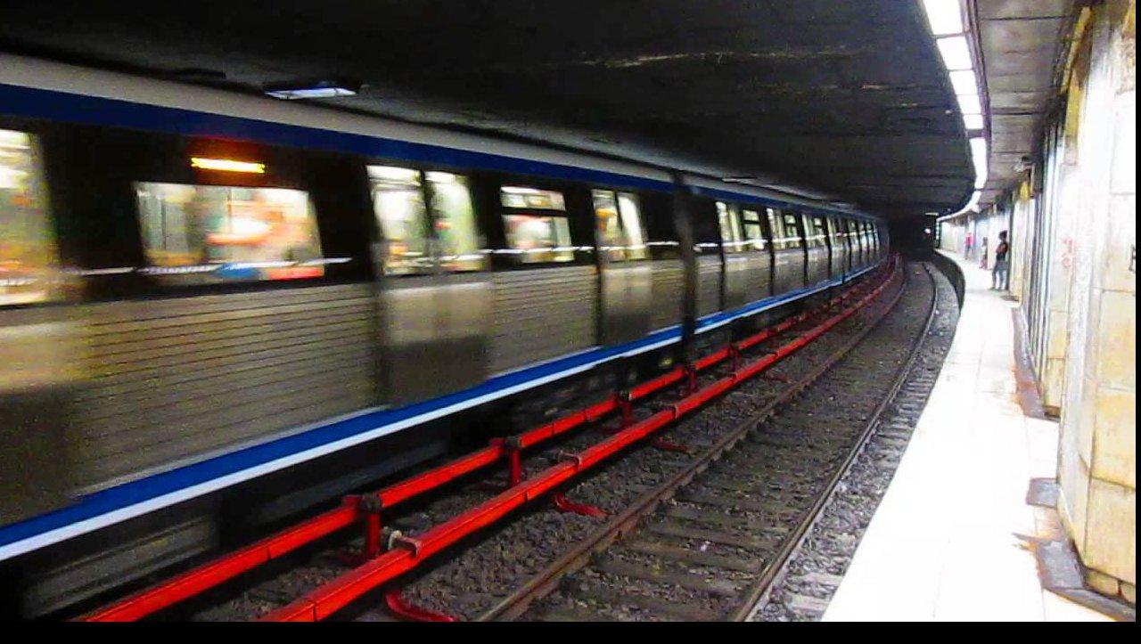 S-a aruncat în fața metroului! Circulația pe magistrala 2 oprită