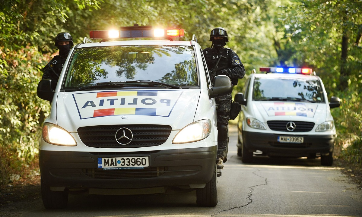 Poliţia Română va propune încetarea procesului în cazul şoferului maşinii cu numere preferenţiale