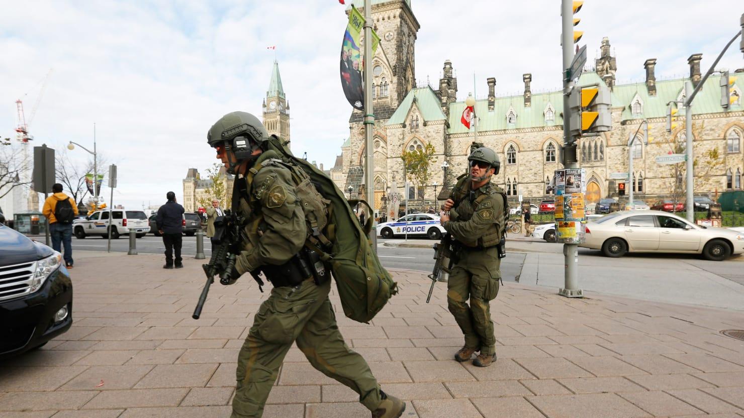 Atac armat în Canada: Cel puțin patru oameni au murit