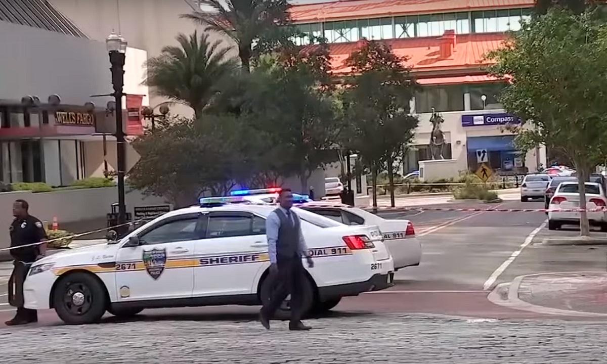 Atac armat în Jacksonville Florida. 3 persoane și-au pierdut viața