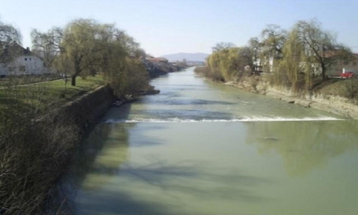 Cadavrul unei tinere de 21 ani, găsit în apropierea râului Bistriţa Ardeleană