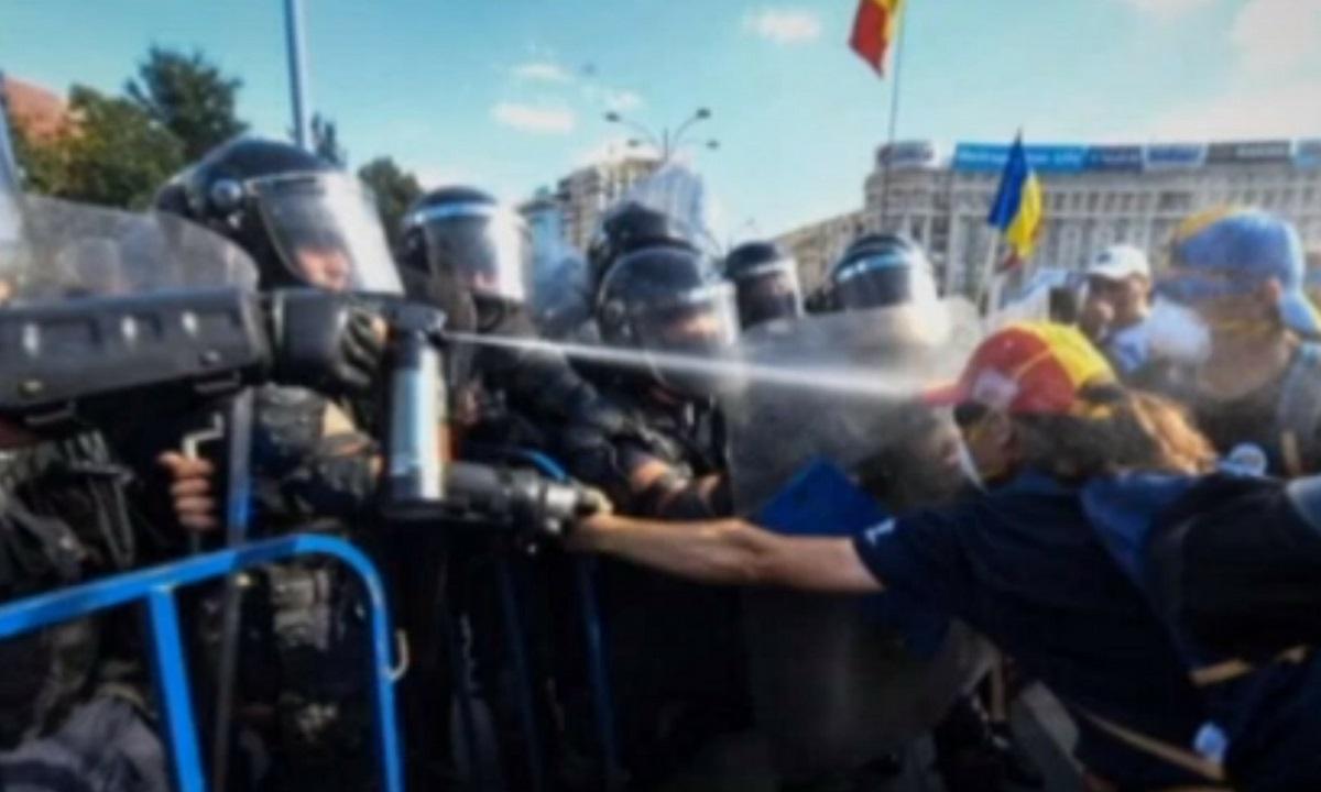 """Ce spun chimiștii despre gazele folosite la protestul din 10 august: """"Sunt arme chimice interzise în război"""""""