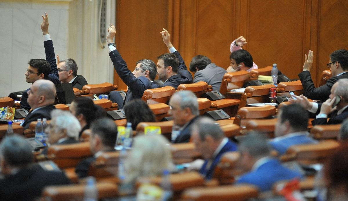 Numărul de parlamentari, redus la 300? Ce s-a adoptat în Senat
