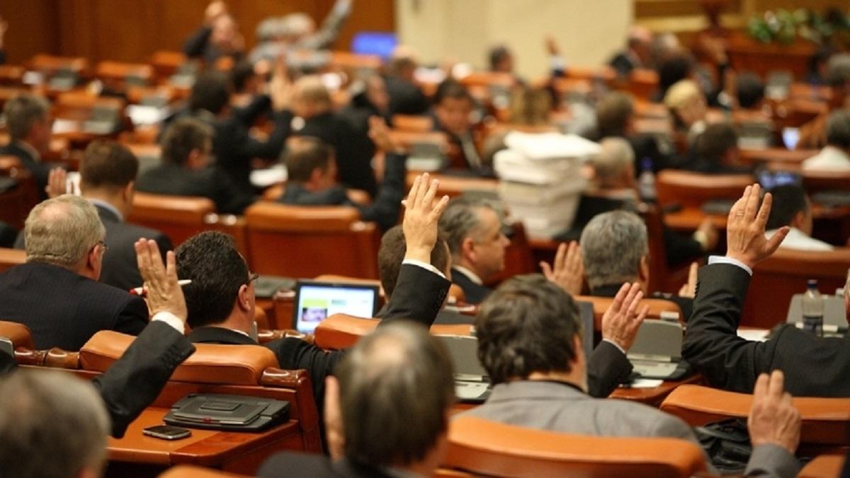 Sistemul de vot electronic din Senatul României a fost demontat, iar USR acuză că PSD și ALDE încearcă să fraudeze votarea legilor.