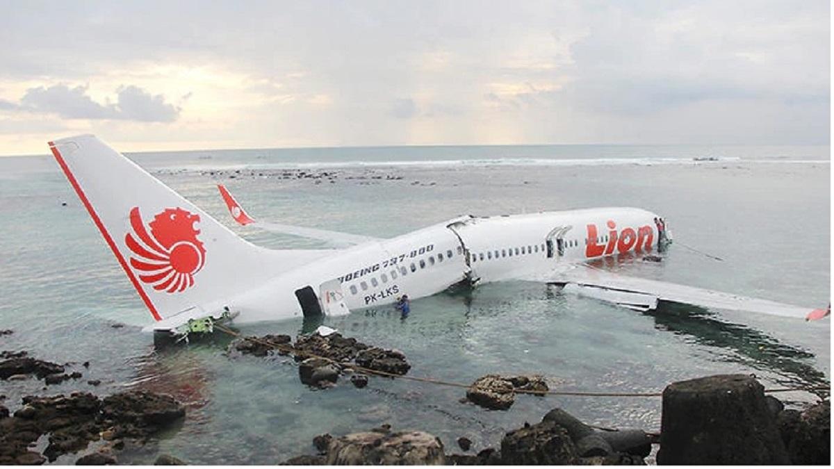 Decizie de ultimă oră! Toate avioanele Boeing 737 MAX au fost consemnate la sol. Avionul are curse și în România