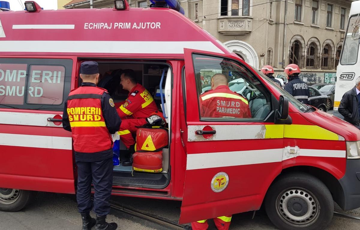 Două tramvaie s-au ciocnit în București. O femeie a fost rănită