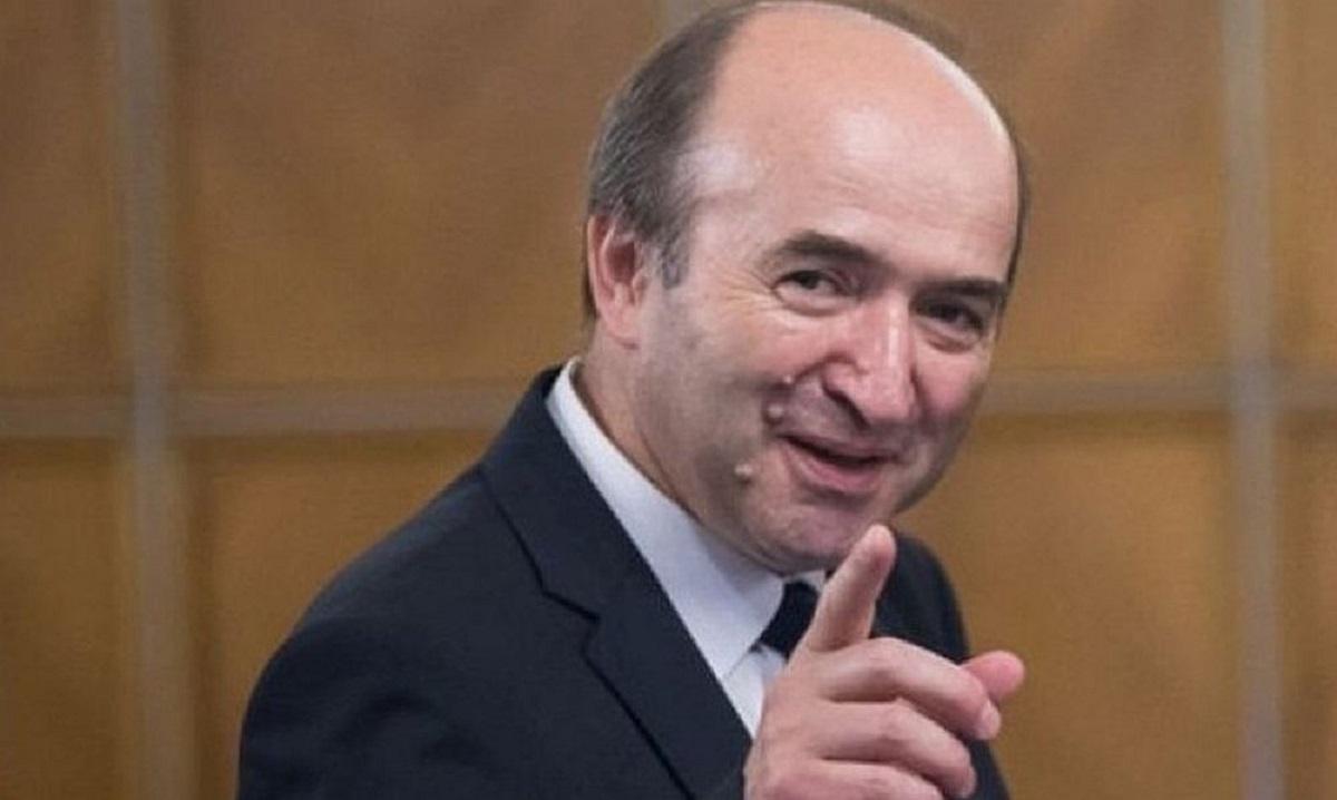 Peste 1.000 de magistrați îi cer lui T. Toader să renunțe la revocarea lui A. Lazăr. Iohannis cere demisia ministrului Justiției