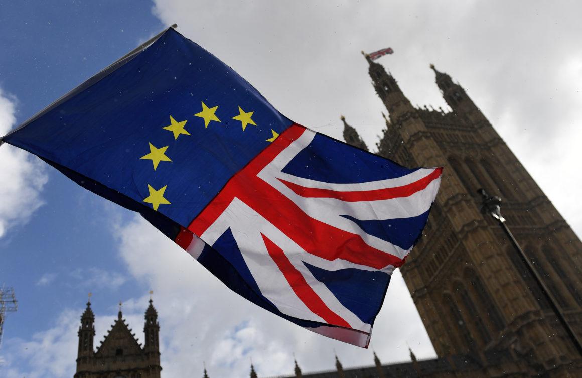 Marea Britanie nu se hotărăște. Cer din nou amanrea Brexit