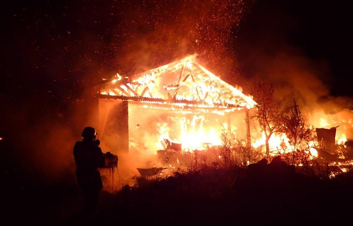 Suceava: Incendiu la un cămin de bătrâni. Planul roșu de intervenție, activat