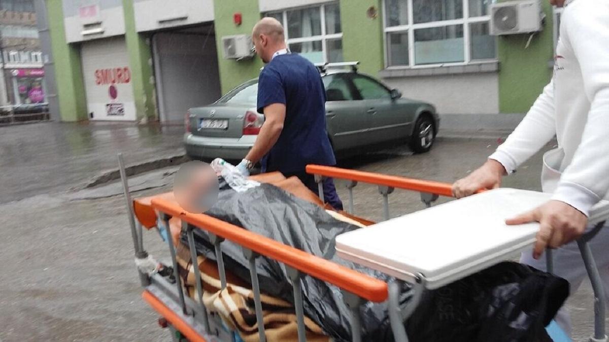 Caransebeș: O bătrână de 84 de ani s-a arncat de la etajul 2 al spitalului. Femeia a murit