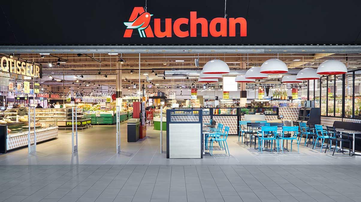 Auchan blochează plățile cu cardul. În ce condiții nu mai poți plăti cumpărăturile cu cardul