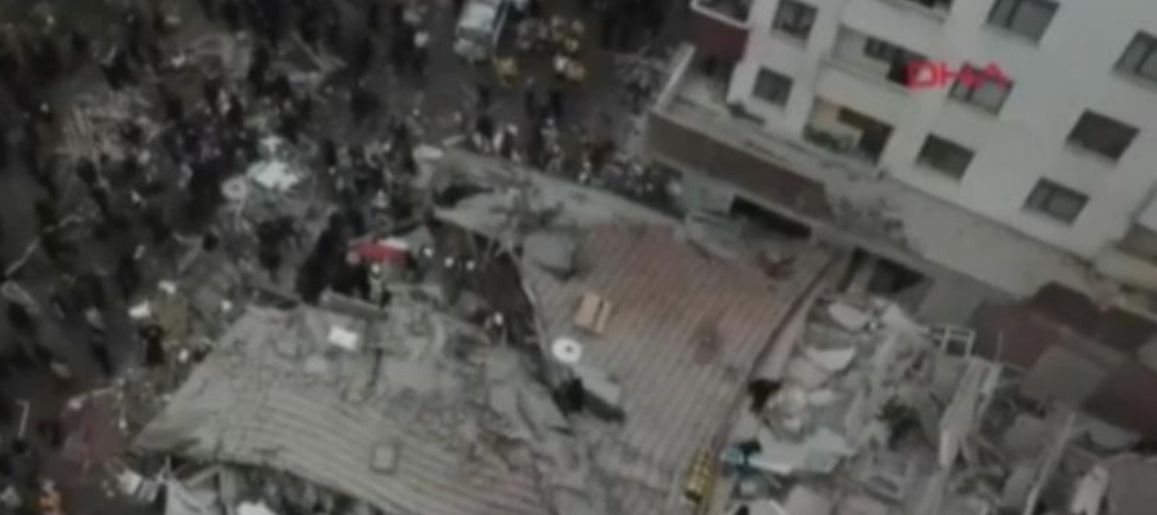 Un bloc de 8 etaje s-a prăbușit în Istanbul. Surse: 2 persoane au murit