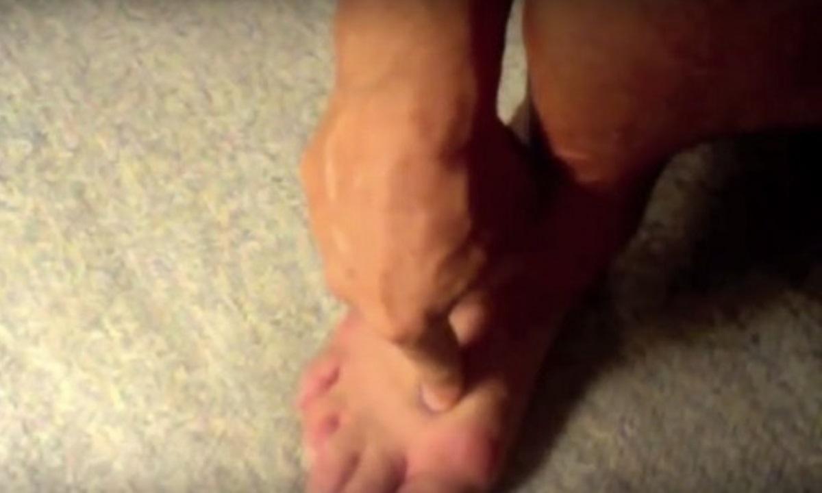Iată ce se întâmplă dacă masezi acest punct de la nivelul piciorul în fiecare zi, timp de două minute. Chiar și medicii sunt uimiți.