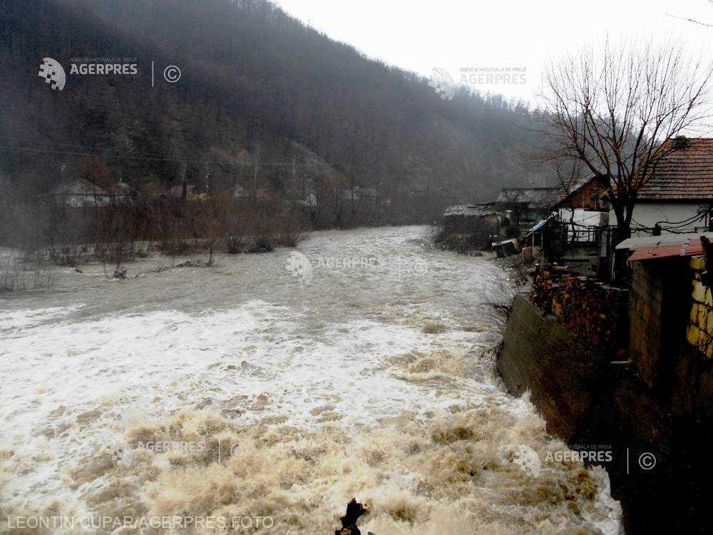 INHGA: Cod galben de inundaţii pe râurile Cavnic şi Lăpuş, în următoarele ore