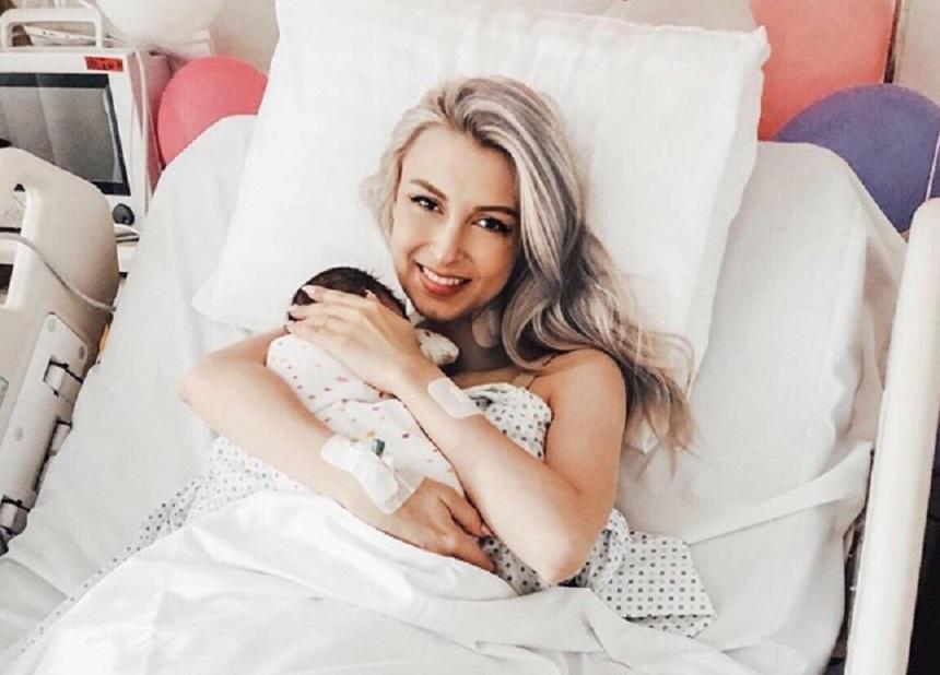 Prima imagine cu Andreea Bălan și fetița ei