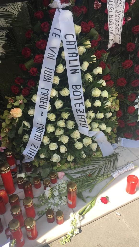 """Ce cuvinte a putut să îi scrie Cătălin Botezatu, pe coroana funerară, Zinei Dumitrescu: """"TE..."""""""