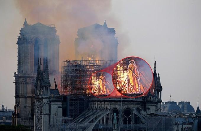Ce a văzut o femeie într-o imagine cu incendiul din Paris de la catedrala Notre Dame