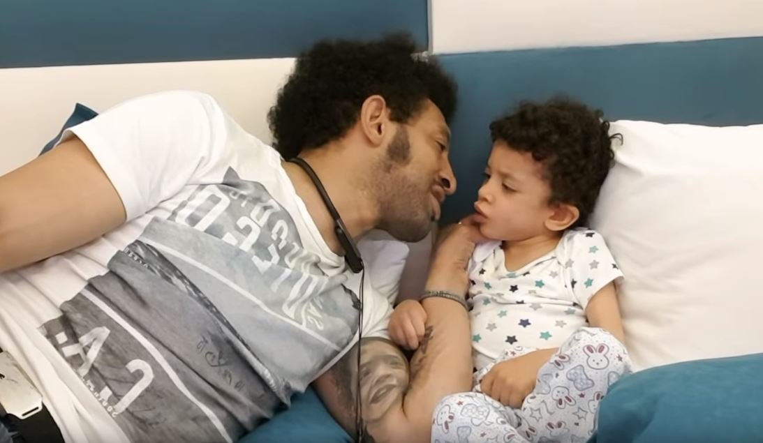 Kamara impreuna cu baietelul la spital
