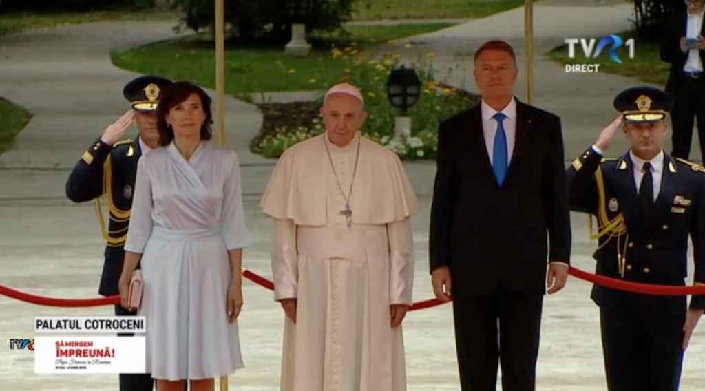 Papa Francisc a ajuns în România - LIVE UPDATE