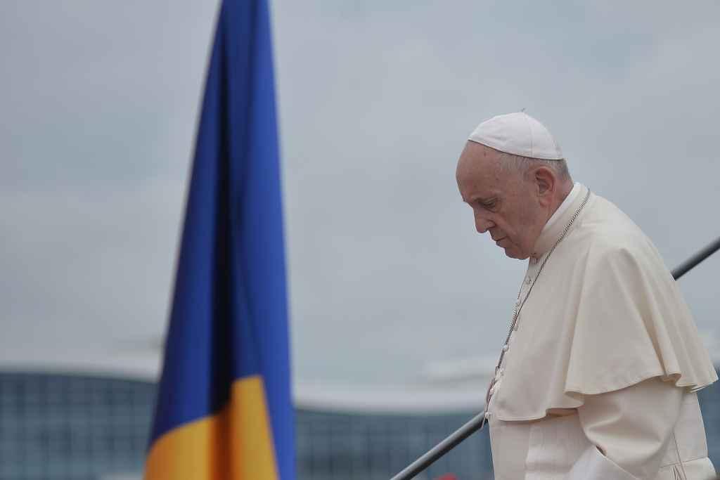 Papa în România - Galerie foto și imagini unice. Prima zi