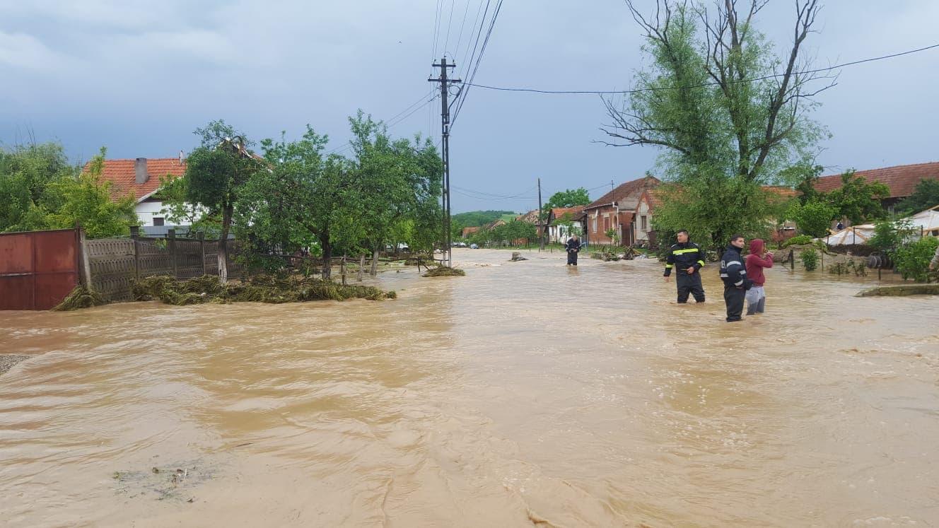 Avertizări cod galben și portocaliu de inundații pe mai multe râuri din zeci de județe
