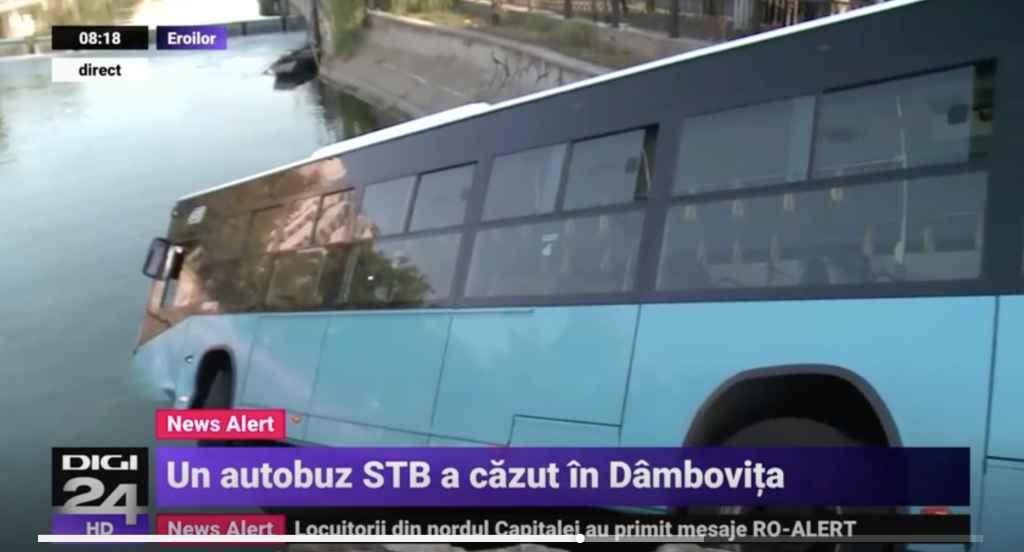 Un autobuz STB RATB pe linia 196 a căzut în dâmbovița cu tot cu călători