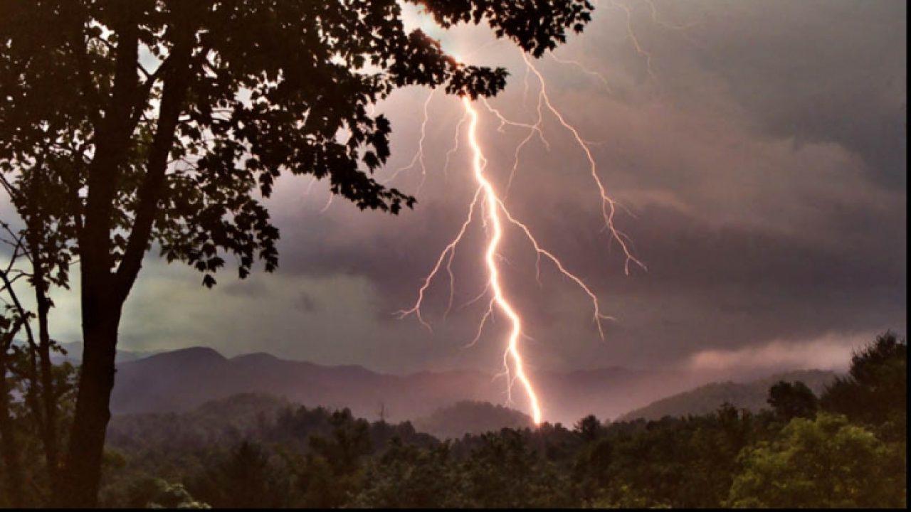 Cod galben de furtuni si canicula pana marti noapte. Cum este vremea in zilele urmatoare