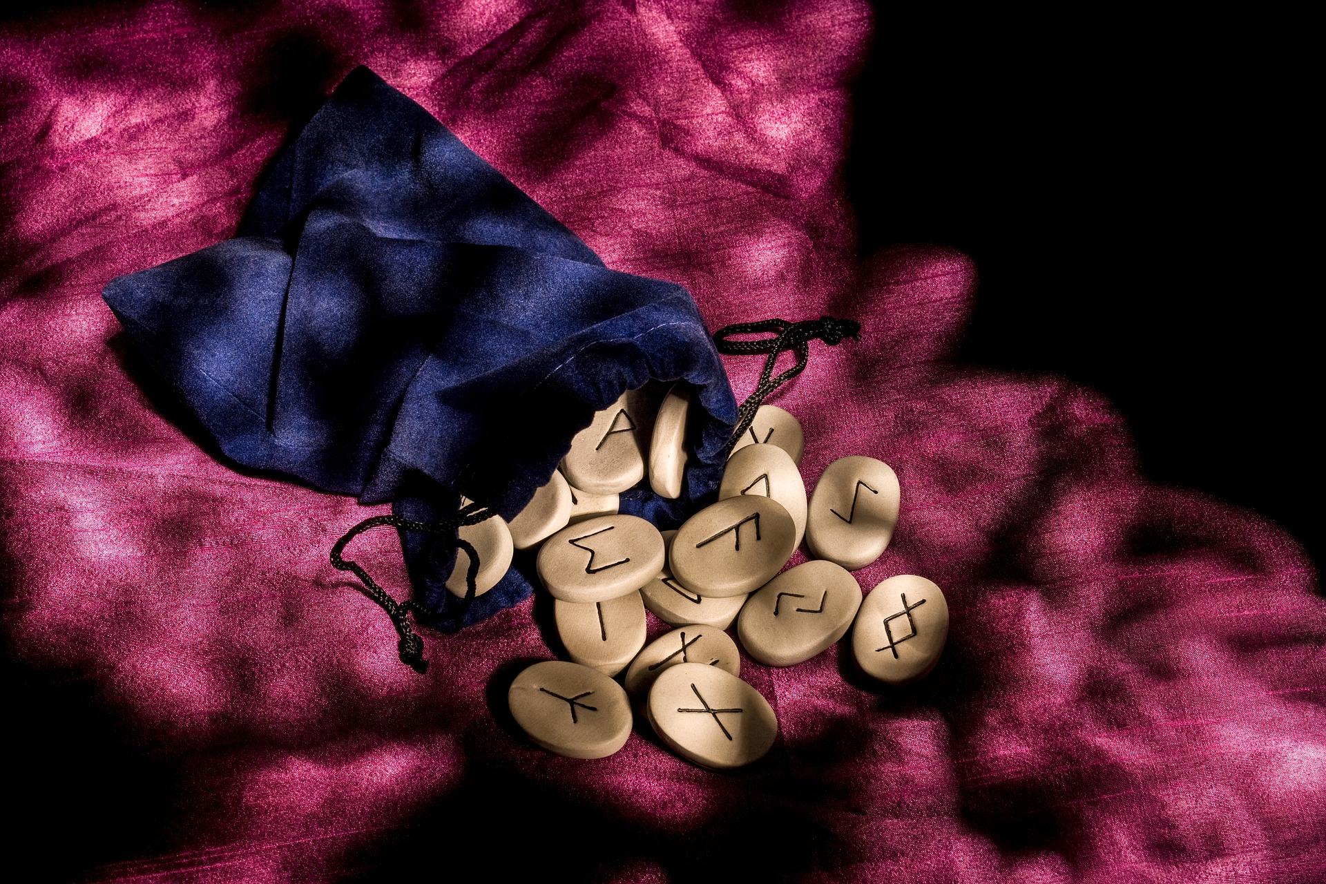 HOROSCOP rune pentru 16 august 2019 - Zodiile primesc mesaje supranaturale
