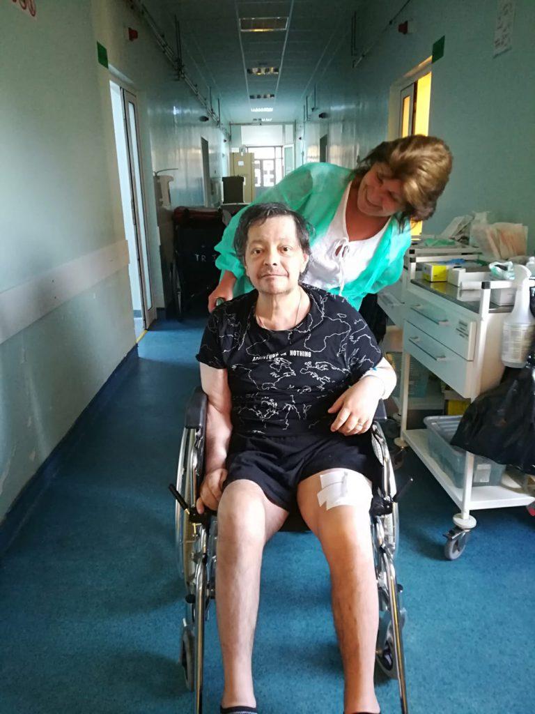 Leo Iorga, după operatia la picior. sursa foto: click.ro