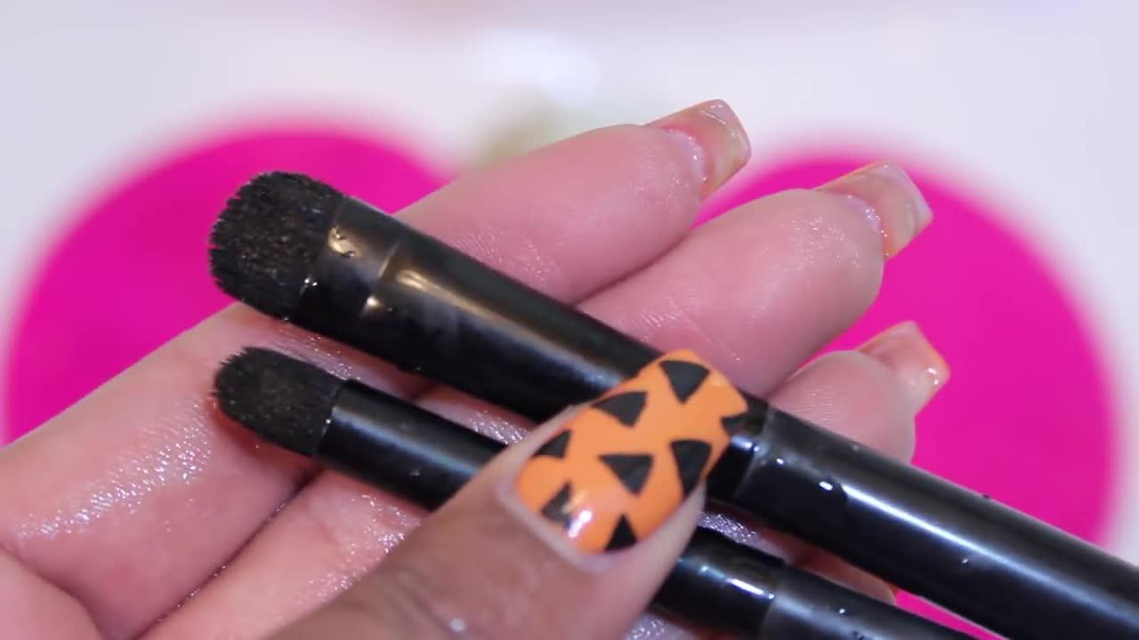 O tanara paralizat dupa ce a folosit pensula de machiaj a unei prietene