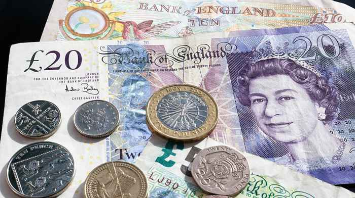 Lira sterlină s-ar putea deprecia semnificativ in urmatoarea perioada