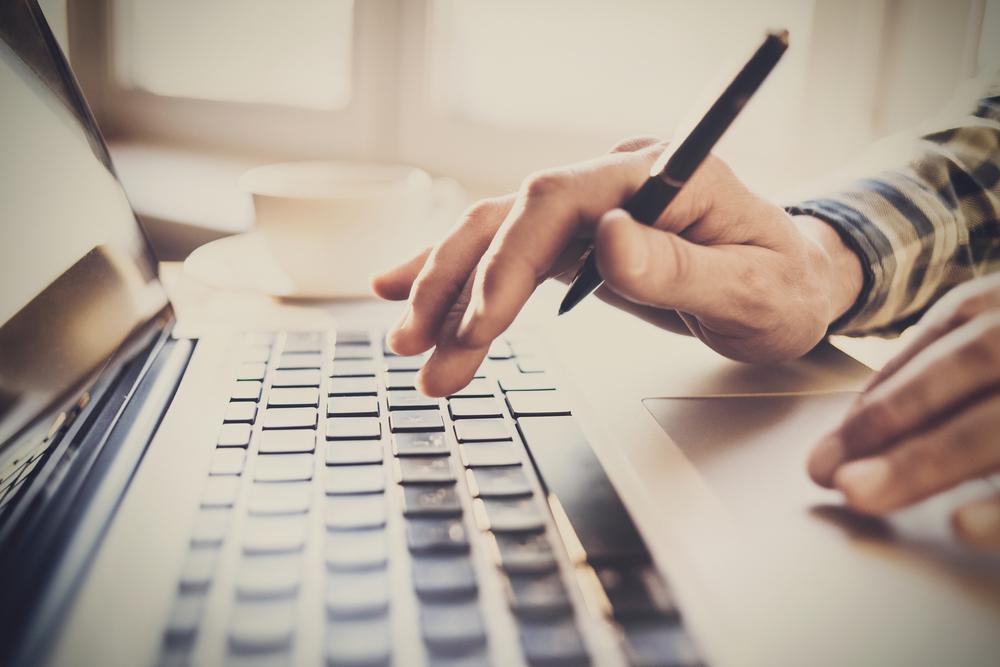Huff.ro angajează redactori de weekend