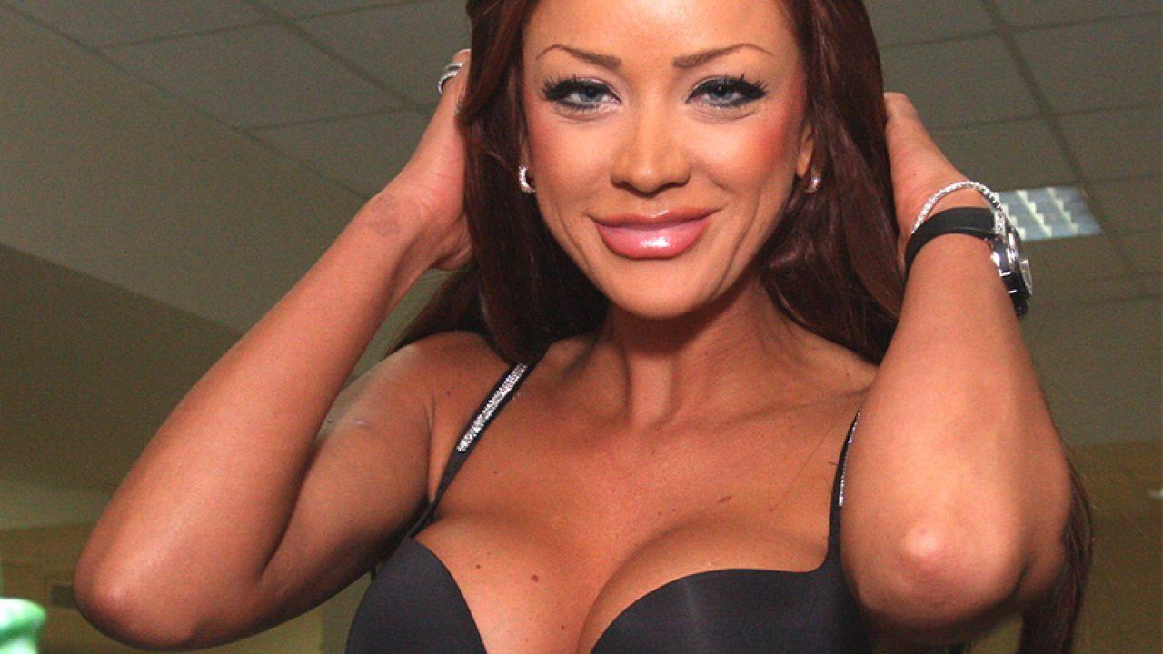 Bianca Drăgușanu va fi operată de urgență. Își scoate silicoanele