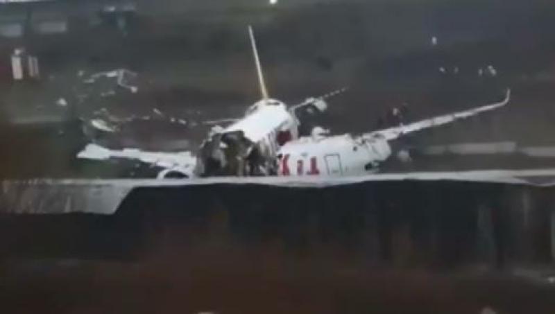 Avion s-a rupt in trei bucati. sursa foto: digi24.ro