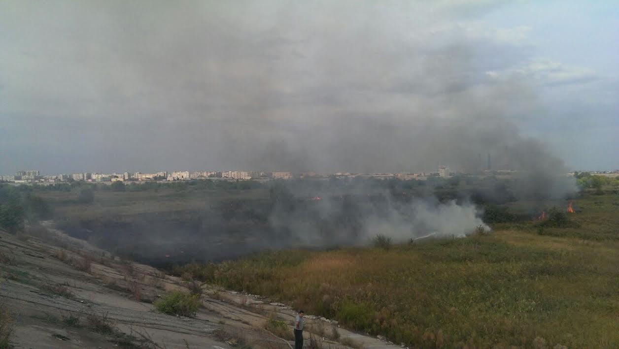 Incendiu puternic în Capitală. Pompierii au intervenit de urgență în Delta Văcărești