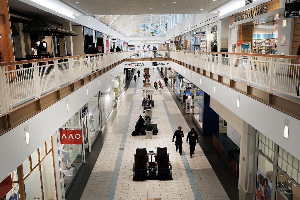 Magazinele din mall-uri se închid și angajații vor fi trimiși în șomaj