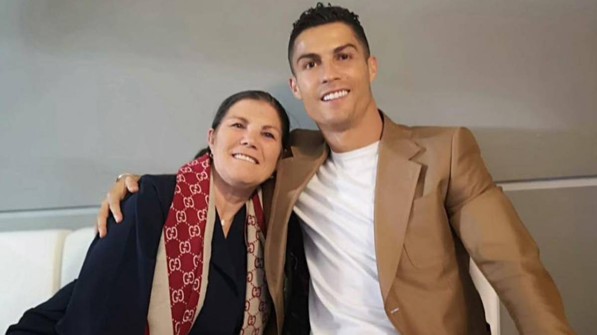 Momente grele pentru Cristiano Ronaldo. Mama fotbalistului a suferit un accident vascular cerebral