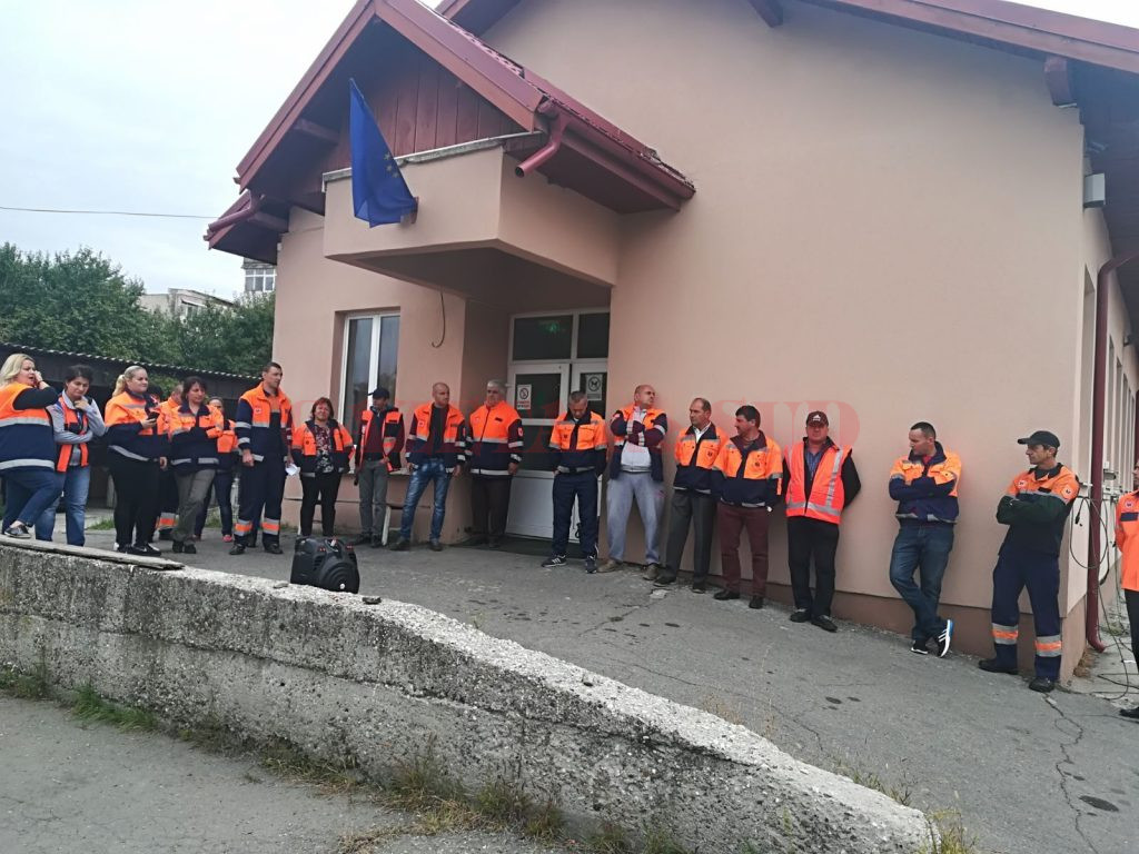 Protest la Ambulanţa Mehedinţi: Angajații cer testare după ce un pacient a ieșit pozitiv la COVID-19