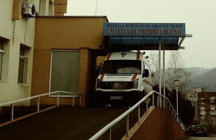 """La spitalul din Piatra-Neamț, medicii folosesc bonete de brutar. La UPU nu se mai testează nimeni, că """"nu dă bine"""""""