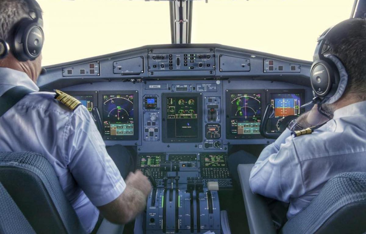 Un pilot TAROM depistat pozitiv cu coronavirus