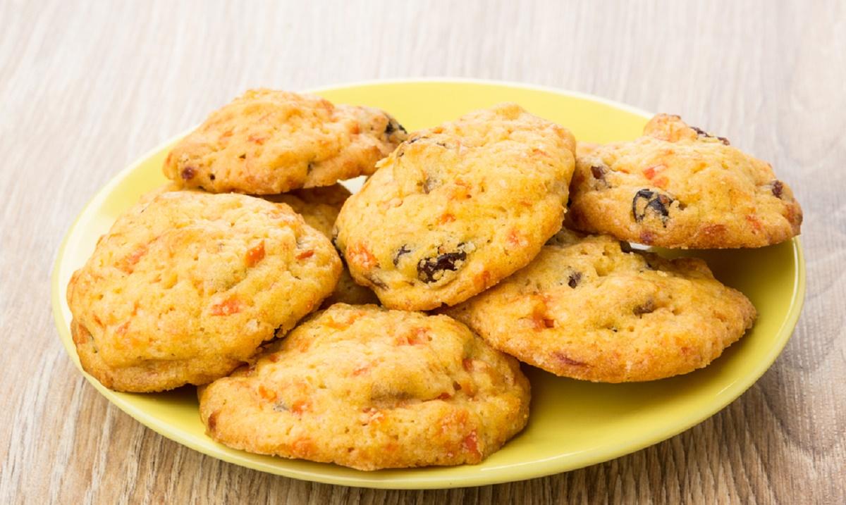 Reteta de Paste: Biscuiti cu morcov si stafide