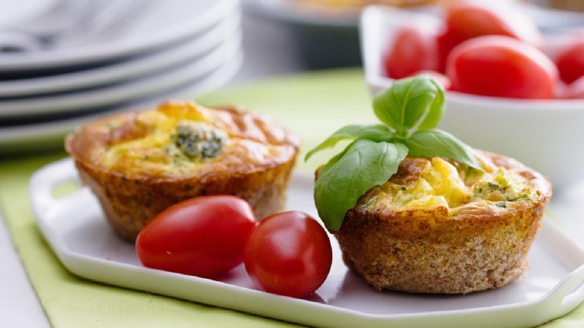 Reteta de Paste: Briose aperitiv cu cascaval si oua