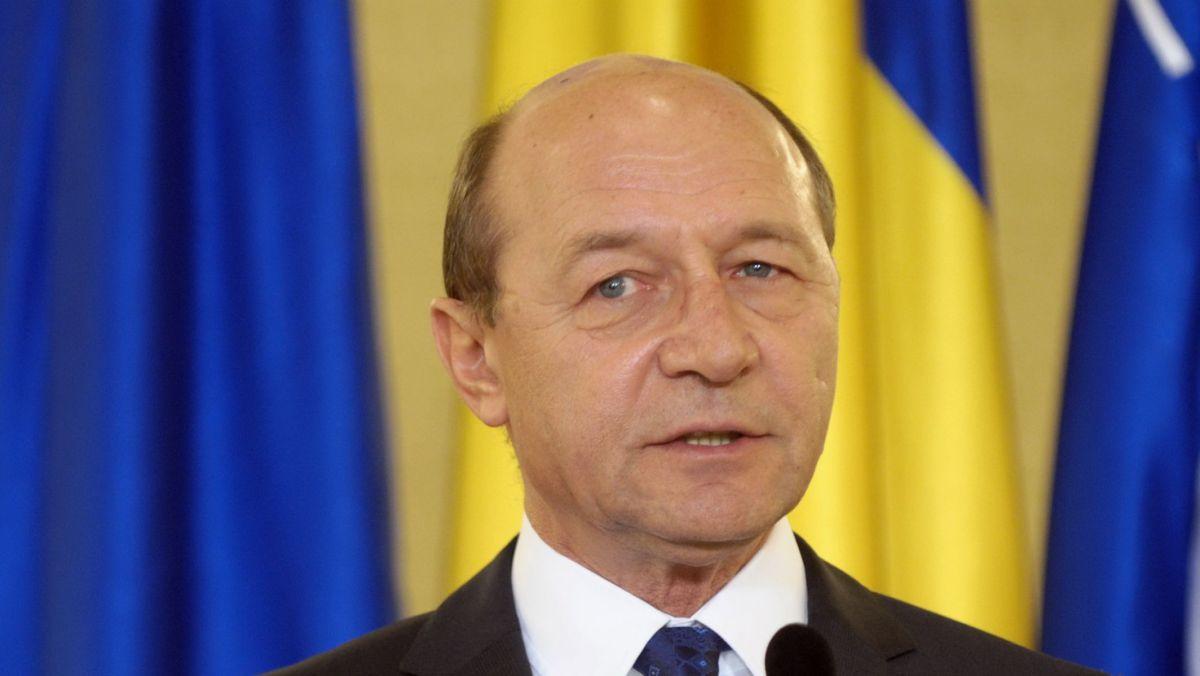 """Traian Băsescu se opune relaxării măsurilor: """"Testați masiv populația!"""""""