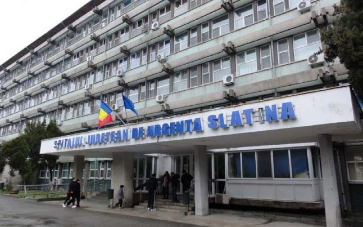 """Medicii din Slatina își arată nemulțumirea față de măsura luată de președinte: """"Refuzăm mita. Vom dona banii"""""""