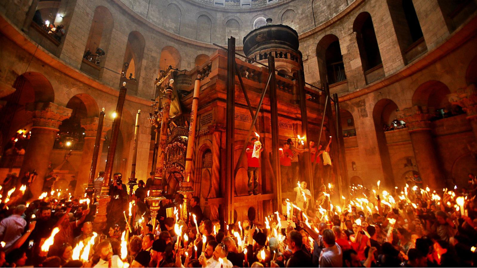 Patriarhie: Voluntarii vor duce lumină doar la credincioșii care o așteaptă în fața locuinței