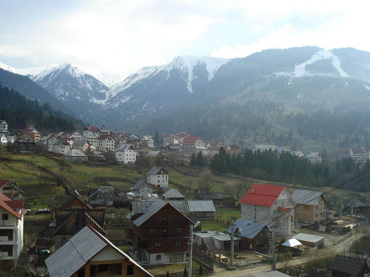 Maramureș: Peste 150 de locuitori din Borșa, aflați în carantină, cer în versuri să fie testați