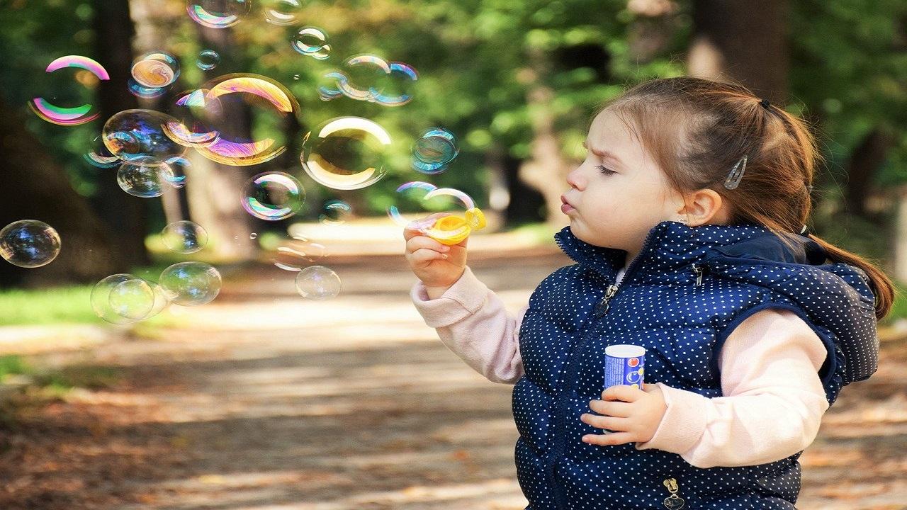 """Specialiștii au vești bune: """"copiii sub 10 ani nu reprezintă un risc de contaminare, fiindcă nu..."""""""
