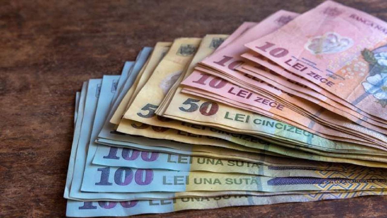 Statul acordă 500 de lei: cine sunt miile de persoane care îi vor primi
