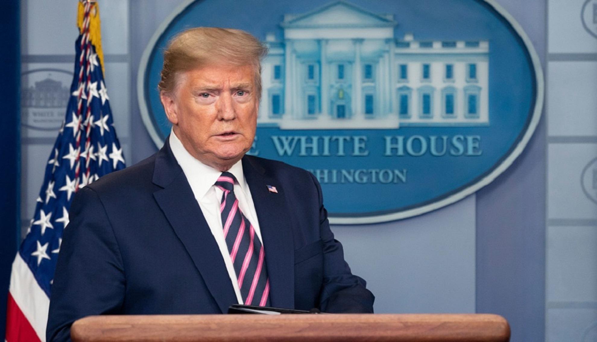 Donald Trump va semna un decret împotriva rețelelor sociale după ce Twitter l-a acuzat de răspândirea informațiilor false